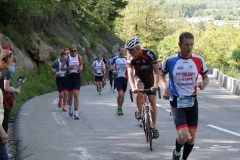 Alpe-dHuzez-020-Lopers-en-fietser