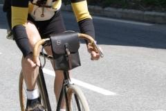 Alpe-dHuzez-164-Op-een-antieke-fiets