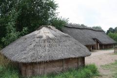 075-Huizen-met-rieten-dak-ijzertijd