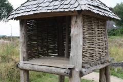 078-Opslaghuisje-van-hout-voor-geoogste-granen-ijzertijd