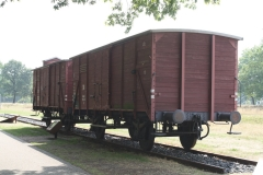 040-Wagon-waarmee-mensen-werden-afgevoerd