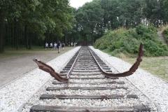 051a-Nationaal-Monument-met-rails-door-Ralph-Prins