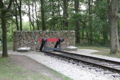 052-Nationaal-Monument-met-rails-door-Ralph-Prins-detail