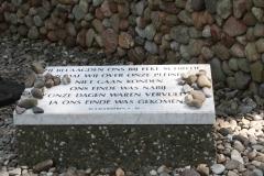 055-Nationaal-Monument-met-rails-door-Ralph-Prins-detail