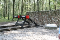 056-Nationaal-Monument-met-rails-door-Ralph-Prins-detail