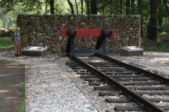 058-Nationaal-Monument-met-rails-door-Ralph-Prins-detail
