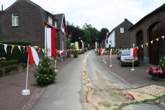 Margraten-029-Straat-versierd-met-processievaantjes