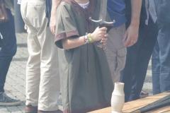 106-Middeleeuws-meisje-met-zwaaard
