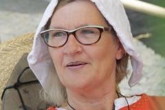 108-Middeleeuwse-vrouw-met-pijp