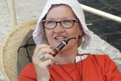 109-Middeleeuwse-vrouw-met-pijp