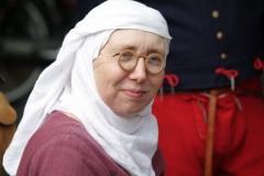 57-Middeleeuwse-vrouw-met-raar-brilletje