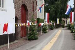 Margraten-022-Straat-versierd-met-processievaantjes