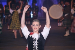 Taptoe-Lommel-2019-036-Danseres-Massed-Pipes-and-Drums